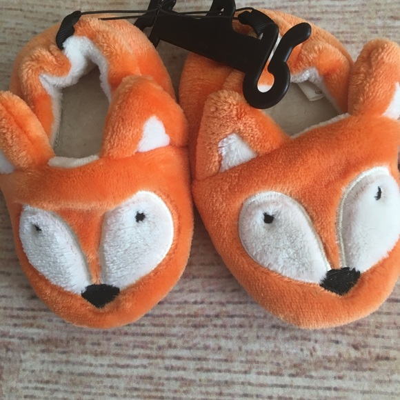 Other - Fuzzy Fox Slippers toddler size 6